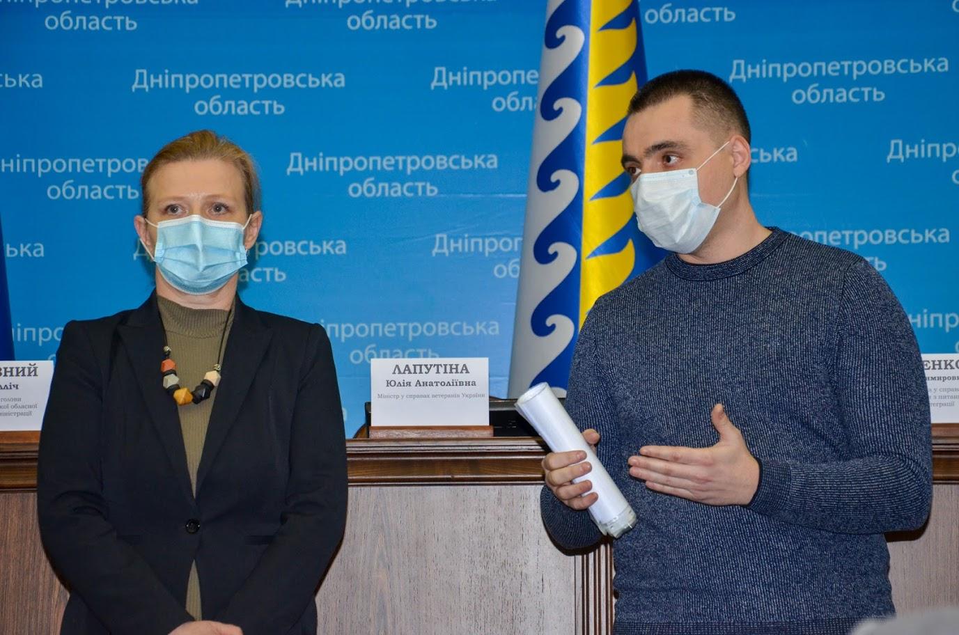 В Днепропетровской ОГА вручили государственные награды семьям погибших добровольцев