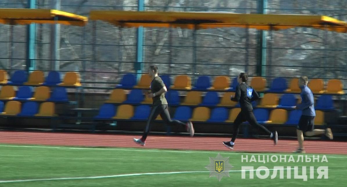 40 полицейских Днепропетровщины соревновались  в беге