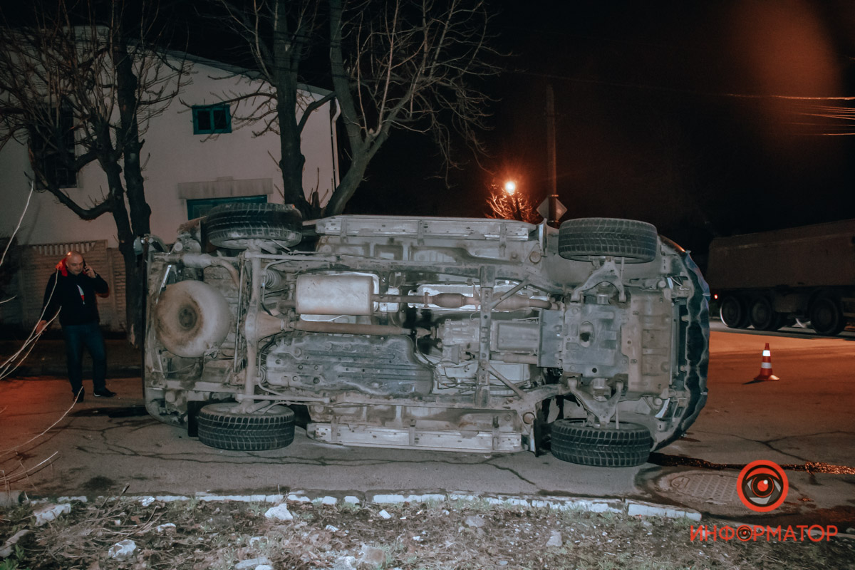 В Днепре на Выборгской столкнулись Daewoo и Toyota: оба автомобиля перевернулись