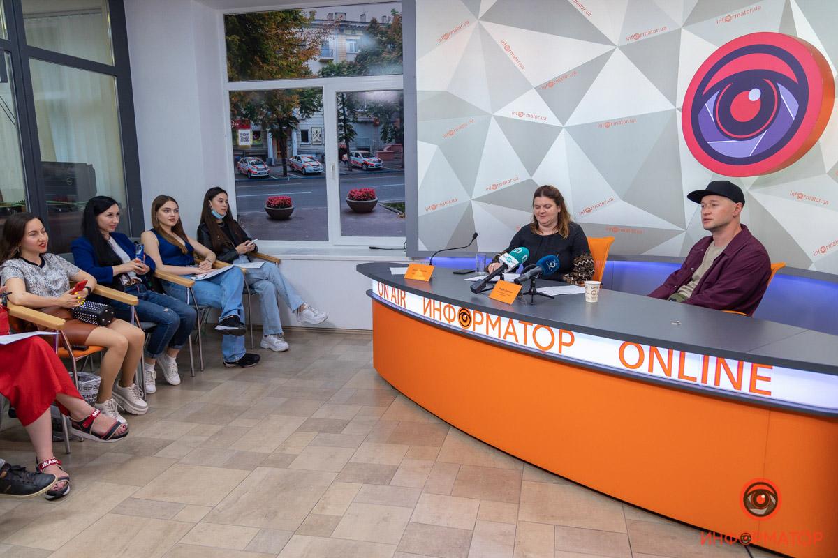 Андрей Хлывнюк из «Бумбокса» рассказал о любимом месте в Днепре, поиске вдохновения и почему не ходит на концерты