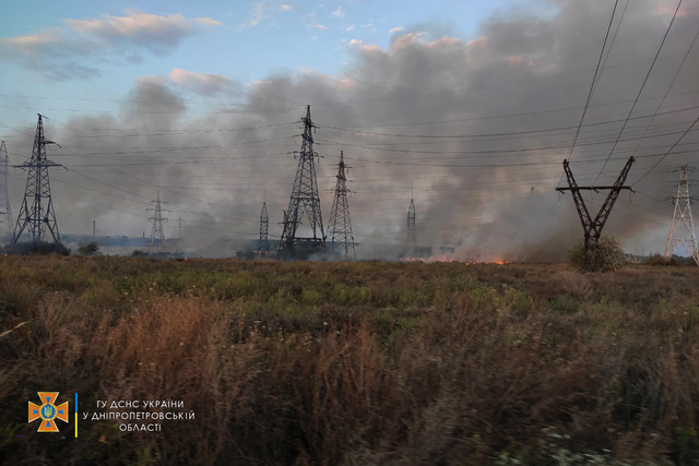 На Днепропетровщине чрезвычайники ликвидируют масштабный пожар в экосистеме