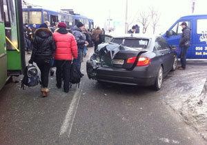 ДТП возле ресторана «Хутор»: столкнулись маршрутка, BMW и микроавтобус или как люди троллейбус толкали