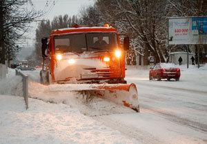 100 машин для прибирання снігу: У Дніпрі продовжують активно розчищати вулиці