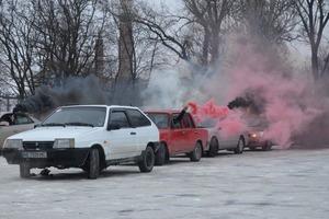 В память о «киборгах»: в Днепре автомобилисты провели флешмоб