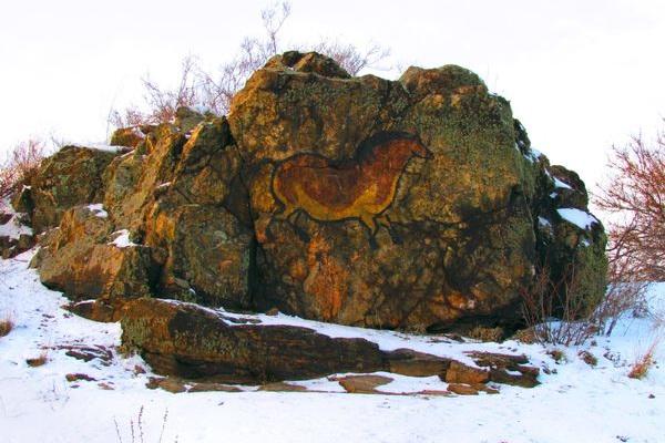 Под Днепром обнаружили загадочную «наскальную живопись»