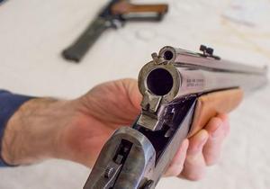 В Днепре мужчина открыл стрельбу в подъезде дома
