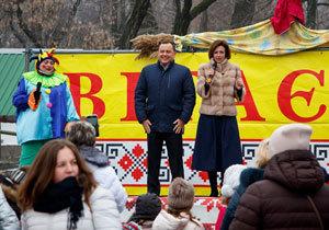 В молодежном парке «Новокодацький» отмечают праздник Масленицы «Золовкины посиделки»