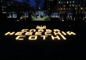 Жители Днепра собрались на Аллее памяти чтобы зажечь свечу и почтить память героев Небесной Сотни