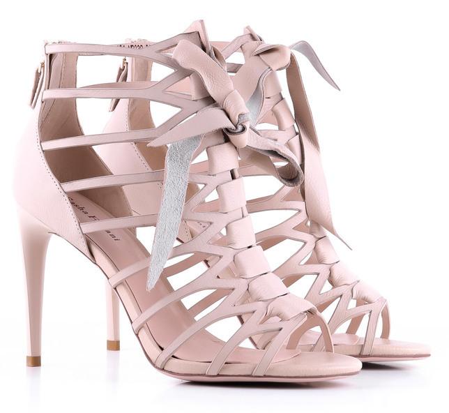 Бежевые босоножки от Favorite Shoes в образе: с чем соединить