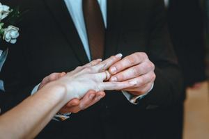 В День влюбленных в Днепре поженились 70 пар