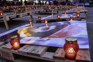 Флешмоб «Герої не вмирають»: у Дніпрі вшанували пам'ять Небесної Сотні