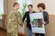 Молодежь Днепра передала военному госпиталю подарок от газеты «День»