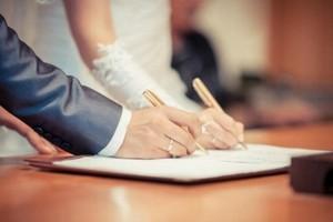 Без штампа и обручальных колец: почему украинцы перестали жениться?
