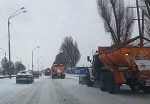 Днепровские коммунальщики круглосуточно борются со стихией