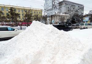 Как Днепр пытаются спасти из снежного плена