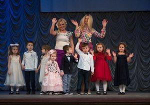 Мэрия Днепра поздравила с 20-летием учебно-воспитательный комплекс «Планета счастья»