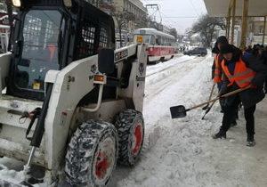 На дороги Днепра вышло 166 единиц снегоочистительной техники. Коммунальные службы работают круглосуточно