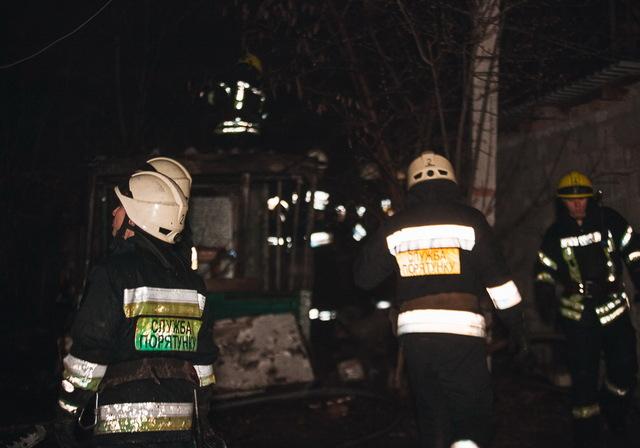 В Днепре на Павлова горело заброшенное здание: внутри нашли обугленное тело