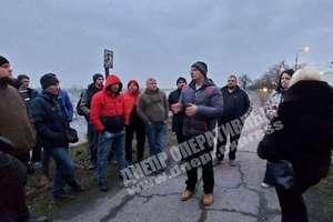 Таксисты Днепра устроили пикет