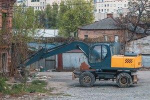 В центре Днепра наконец начали сносить «заброшки»