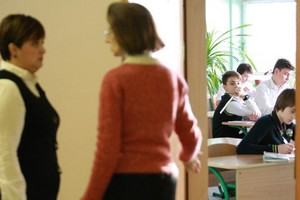 Обидел учителя — штраф: Рада пытается защитить учителей, а родители школьников паникуют
