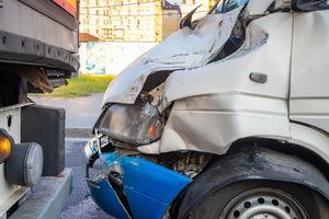На проспекте Слобожанском столкнулись маршрутка и фура: пострадали 5 человек