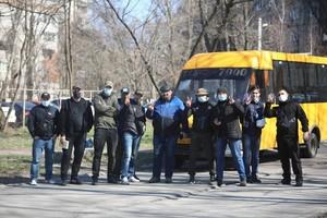 В Днепре ветераны «Днепр-1» вышли на митинг из-за конфликта в маршрутке