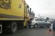 В Днепре на Передовой столкнулись Ford, Renault и грузовик, чуть не задев пешеходов: видео момента