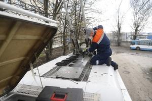 Подготовка к летнему сезону: в депо проводят комплексное обслуживание троллейбусных кондиционеров