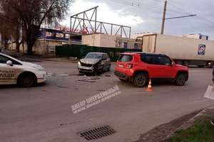 В Днепре на Березинской жестко столкнулись Skoda и Jeep