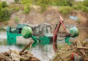 Краснокаменський кар'єр чистять вперше в історії житлового масиву: водолази показали шокуючий «улов»