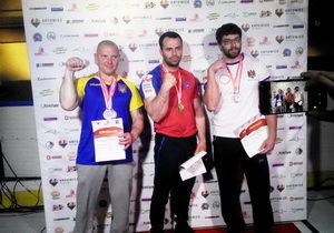 Спортсмен из Каменского - серебряный и бронзовый призер Чемпионата Европы по армрестлингу