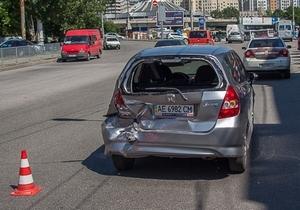 В Днепре на улице Князя Владимира Великого столкнулись три автомобиля