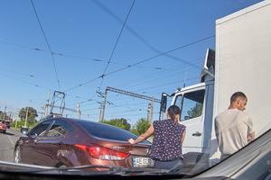 В Днепре на улице Каруны в результате ДТП парализовано движение двух трамваев