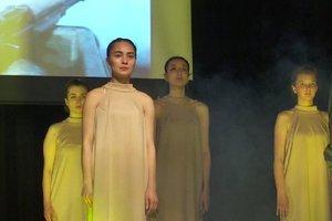 «О ней ...». Студенты днепровского колледжа показали спектакль ко Дню памяти и примирения