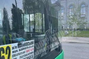 В Днепре пассажир автобуса головой разбил лобовое стекло