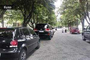 На Сичеславской Набережной бульвар возле ресторана Рио защитили антипарковочными столбиками