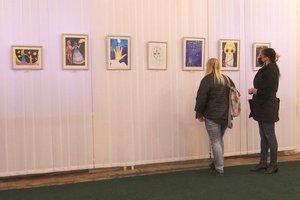 «Картины поражают зрелостью». В Днепре показывают работы 11-летней художницы, которая умерла от лейкемии