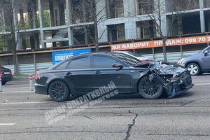 Неудачный разворот: в Днепре на Набережной Победы Audi врезалась в Suzuki