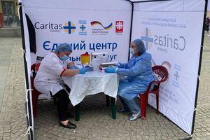 На Европейской площади Днепра бесплатно тестировали на коронавирус и ВИЧ