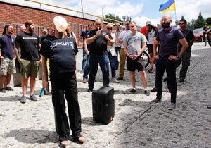 Драка с полицией и «чучело» Филатова: что сегодня происходило на Сичеславской Набережной