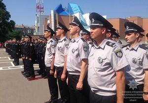 На плацу ДГУВД полицейские Днепра и Запорожья присягнули на верность украинскому народу