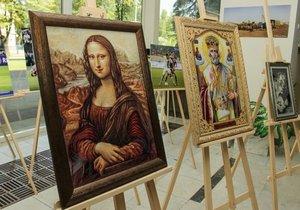 В Днепропетровской облгосадминистрации открылась выставка вышитых картин
