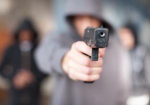 В Днепре неизвестный стрелок держит в страхе целый микрорайон: палит по людям и животным