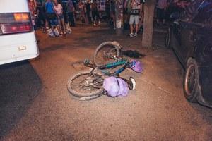 В Днепре на Слобожанском проспекте рейсовый автобус столкнулся с велосипедистом: пострадал мужчина