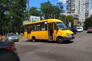 В Днепре маршрутка № 87А переехала женщину: появилось видео момента аварии