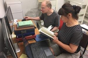 В США представители мэрии Днепра получили книжное пополнение для библиотеки им. Джона Маккейна и приглашение выступить в Гарвардском университете