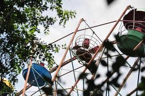 В кабине колеса обозрения в парке Глобы в Днепре отвалилось дно: что говорит владелец?
