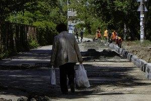 В Днепре продолжают ремонтировать внутриквартальные дороги