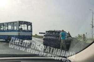 В Днепре на Сухомлинского маршрутный автобус спровоцировал тройное ДТП